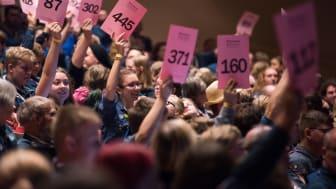 Unga ombud som röstar i Scouternas stämma 2018. Scouternas stämma, Demokratijamboree, hålls vartannat år. I år hålls hela arrangemanget digitalt. Foto: Nathalie Malic