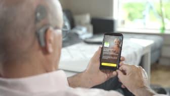 Wegweisende Cochlea-Implantat-Nachsorge aus der Ferne – der CochlearTM Remote Check ist ab sofort für deutlich mehr Patienten nutzbar (Fotos: Cochlear Ltd.)
