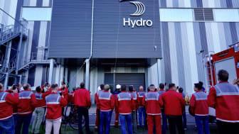 Avtäckning av Hydros nya logotyp vid fabriken i Grevenbroich, Tyskland