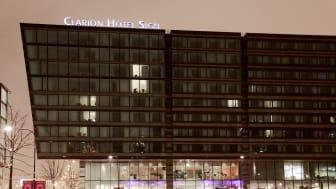 Hotellet som tar dig ett steg närmare handling i jul