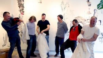 2017 ritade och målade konstnärskollektivet De Finska Glädjemännen på väggarna på Falu lasarett, nu är det dags för en ny konstperformance, den här gången av Mourad Kouris, konstnär och forskare vid Konstakademin.