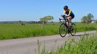 Anna Friborg cyklar för att slå världsrekord. I samband med försöket samlar hon in pengar till Barndiabetesfonden.