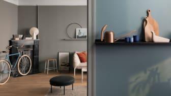 En leilighet - tre stiler.  Her er veggene er malt med LADY Pure Color 5044 Blåis og 1877 Valmuefrø.