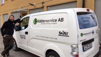 Klätterservice har påbörjat omställningen av tjänstebilparken till miljöklassade bilar. Martin Ingemansson är logistikchef på företagets projektledningskontor i Stockholm.