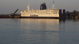 """""""Kronprins Frederik"""" im Hafen von Rødby"""