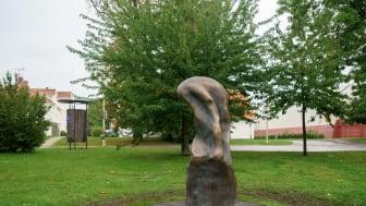 Barnens skulpturpark - Tankekraften (liggande)