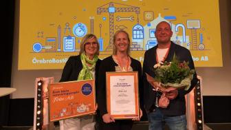 Säteriet i Mölnlycke är årets bästa renovering - ett projekt av Förbo. På bilden från vänster: Marie Keidser von Heijne, Anna Olá och Fredrik Åström från Förbo.