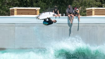 Nidec Industrial Solutions surfs the crest of the wave of a new business: electronic power makes it possible to experience exciting, safe and reliable surfing indoors