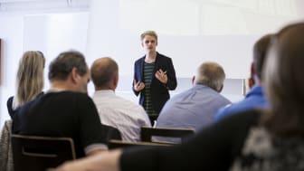 LinkedIn: Platform of the Experts?