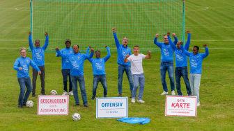 """Grund zum Jubeln: Die Hephata Diakonie ist neuer Partner der Initiative """"Offen für Vielfalt"""". Alle Namen von links nach rechts lesen Sie am Ende des Artikels."""