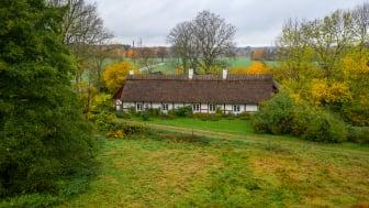 Klockaregården har renoverats med mycket kärlek och trädgården har fått mycket omsorg.