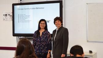 Expertinnen im internationalen Business: Prof. Rosemeriany Nahan-Suomela (VAMK) und Prof. Dr. Dolores Sanchez Bengoa (HdWM).