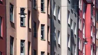 Både villa- och bostadsrättspriser steg med en procent i mars. Det visar nya siffror från Svensk Mäklarstatistik som analyserats av Länsförsäkringar Fastighetsförmedling.