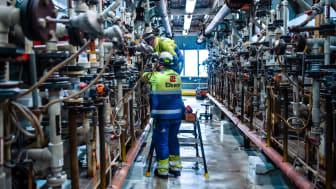 UTFORSKER NYE MULIGHETER: Medarbeiderne ved Elkem Bremanger skal ta i bruk nye teknologi som muliggjør utnyttelse av hydrogen som ellers ville ha gått tapt (Foto: Elkem)