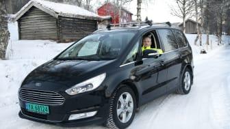 FORNØYD GALAXY-EIER: Rolf Hansen er storfornøyd med sin nye varebil