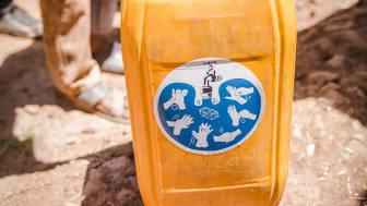 """Wasserkanister in Äthiopien mit """"I love washing hands""""-Kampagne"""