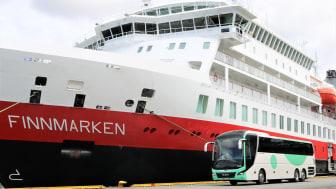 STORAVTALE: Hurtigruten og Tide inngår den største turbuss-kontrakten i Norge noensinne. Foto: TIDE BUSS