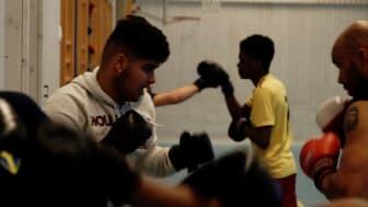 Eleverna på Smedshagsskolan tränar boxning två morgnar varje vecka och det hjälper dem att klara skolan.  Foto: Pelle Mårtenson