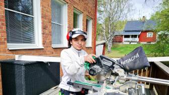 Välj byggprogrammet tjejer! uppmanar andra års eleven Premwade Korva som gör praktik hos Byggpolarna i Övertorneå som just nu gör ett renoveringsjobb hos oss på Utbildning Nord