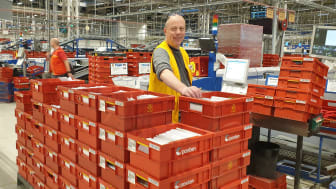 Produksjonsleder Harald Moholt på Østlandsterminalen forteller om mange flere håndskrevne brev enn forventet før jul.