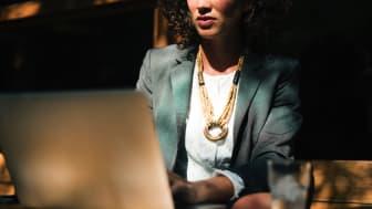 Die SIGNAL IDUNA hat die digital gestützte Beratung und Verwaltung in der betrieblichen Altersvorsorge erweitert. Foto: rawpixel/unsplash.com
