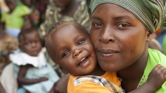 Barnfonden presenterar världens bästa julklapp – liv