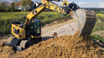 Tiltrotatorsystemet Cat TRS är en av många nyheter på Caterpillars grävmaskiner 2017.