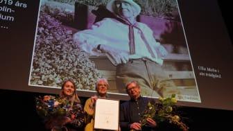 Viktoria Enoksson, Höganäs kommun och Göran Nilsson från Tankesmedjan Movium vid SLU med Ulla Molin-stipendiaten Rigmor Celander i mitten. Foto: Anders Rasmusson
