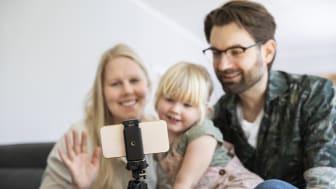Genom DigidelHjälpen kan fler lära sig video-chatta med familj och vänner.