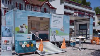 Sanierungsmobil mit Energiesparexperte Ronny Meyer zu Besuch auf dem Rathausplatz