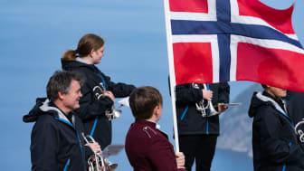 KORPSENE ER KLARE: Mange av landets drøyt 1600 korps vil være ute og gjøre mindre konserter og andre stunt på nasjonaldagen. Her forbereder Jørpeland Musikkorps en innspilling på Prekestolen. (Foto: NMF/Ronny Fjelde)