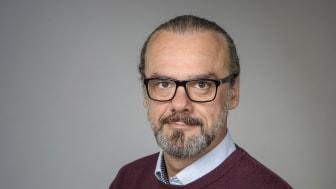 Dzenan Sahovic, docent i statsvetenskap och lärare på kurser i freds- och konfliktstudier vid Umeå universitet, tillika forskare inom post-konflikt fredsbyggande och demokratisering. Foto: Ulrika Bergfors/Umeå universitet