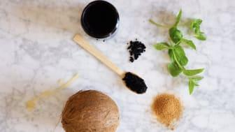 Coffeemagic innehåller endast naturliga ingredienser: räddat kaffe, kokosolja, farinsocker, mjölksyra, e-vitamin och pepparmyntsolja