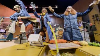 Jesper Söderblom, Hannah Alem Davidson och Victoria Olmarker i Ship of Fools. Foto Ola Kjelbye.