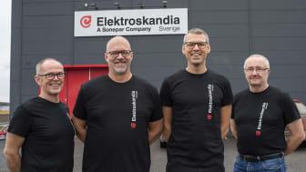 Blivande kollegor. Från vänster, Jan Lidgren Butiksansvarig Elektroskandia, Håkan Lundmark och Andreas Björk båda grundare av Eluttaget samt Michael Burvall Utesäljare Elektroskandia.