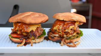 Bacon BBQ smashburger med karamellisert løk