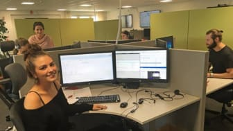Klara Jonsson och hennes kollegor på beställningscentralen. Fotocred: Sayna Mostofizadeh/Sveriges Radio