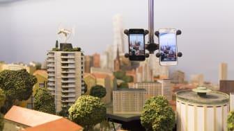 Den hållbara staden filmas med mobilen på Kretseum - Kretslopp & Kunkapscenter