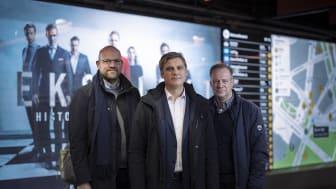 Daglig leder Inge Aasen i Sporveien media flankeres av Gunstein Hansen og Hans Peter Terning fra Clear Channel Norge.