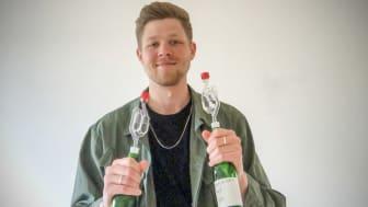 Philip Lavin har prisats med ett stipendium för sin examensuppsats Hur påverkar olika lokala jäststammar aromutveckling och smak vid fermenteringav äppeljuice?