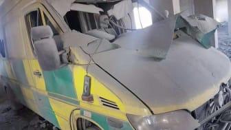 En förstörd ambulans på Hama Central/Sham-sjukhuset i Idlib, Syrien. Sjukhuset utsattes för en bombattack 26 september. Foto: Läkare Utan Gränser.