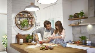 Schneider Electric storsatsar på smarta hem – bekvämlighet, säkerhet och energieffektivitet i fokus med nya Wiser