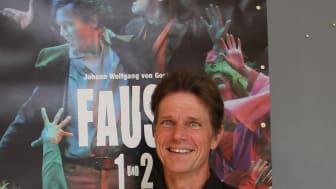 ‹Faust› am Goetheanum: Dirk Heinrich als Faust (Foto: Sebastian Jüngel)