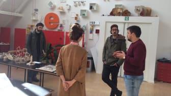 To tyske kunstnere var på inspirationsbesøg på Rødding Højskole tidligere på måneden som en del af et grænseoverskridende kunstsamarbejde.  Dem bliver der forhåbenligt mange flere af i det nye EFFE samarbejde.