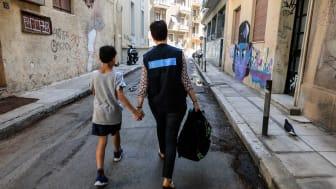 Kinder und Familien mit bewilligtem Asylantrag landen in Griechenland auf der Straße. Die SOS-Kinderdörfer helfen. Foto: Giorgos Moutafis, Athen 2018 (Foto nur zur Verwendung im Kontext der SOS-Kinderdörfer weltweit)
