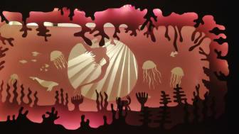 Et stemningsfuldt lys/skygge-univers, skabt af Roskilde Lilleskole, er noget af det første, der møder de besøgende på Roskilde Museum under Lysfesten. Foto: Roskilde Lilleskole