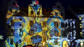 Torgauer Nacht der Kirchen und Museen - Lichtkunst vom Atelier Ingo Bracke im Schlosshof Torgau - Foto: TZ