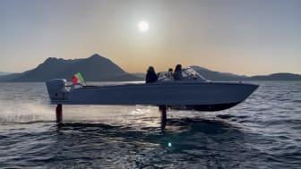 Candela C-7 foiling on Lago Maggiore