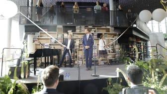 Biblioteket erklæres for åpnet av H.K.H. Kronsprins Haakon, ordfører Marianne Borgen og byrådsleder Raymond Johansen.