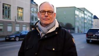 Skådespelaren och journalisten Rasmus Troedsson mötte Jesus efter att ha bett Gud om tro, och har bland annat varit medlem i Frälsningsarmén.
